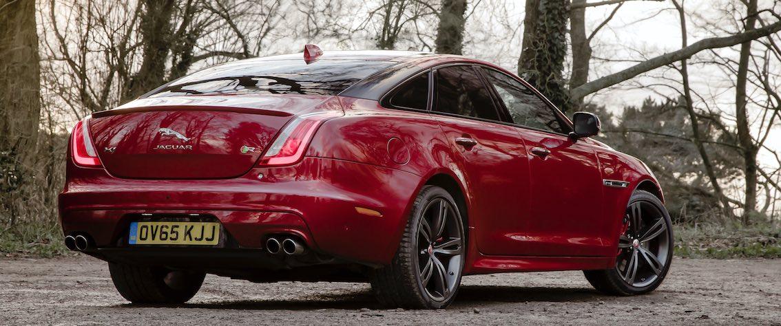 Jaguar XJ 2017 rot hinten