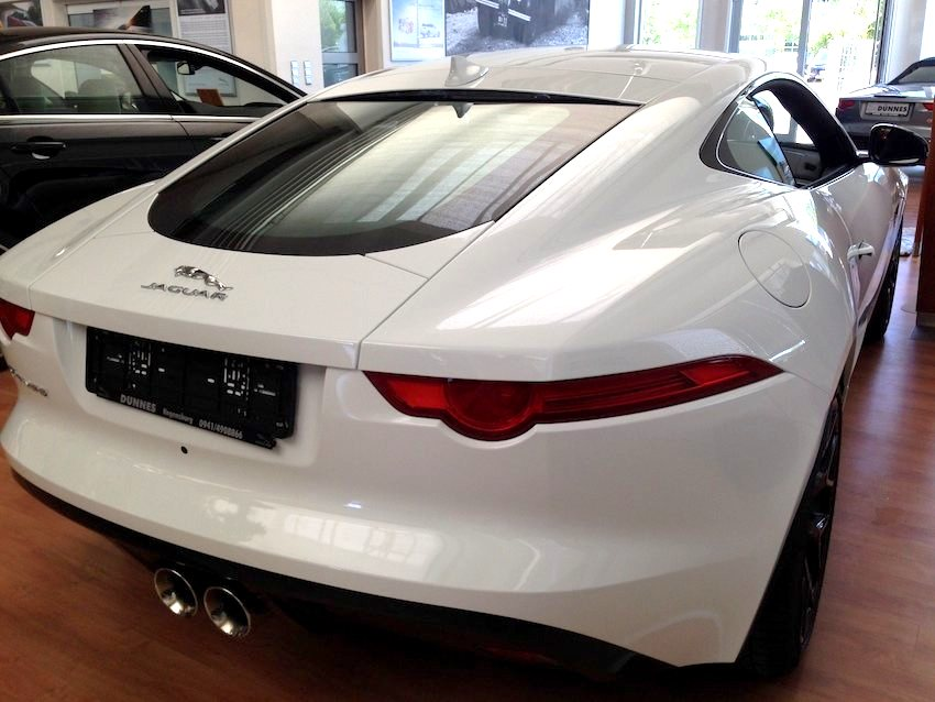F Type Coupe weiss hinten
