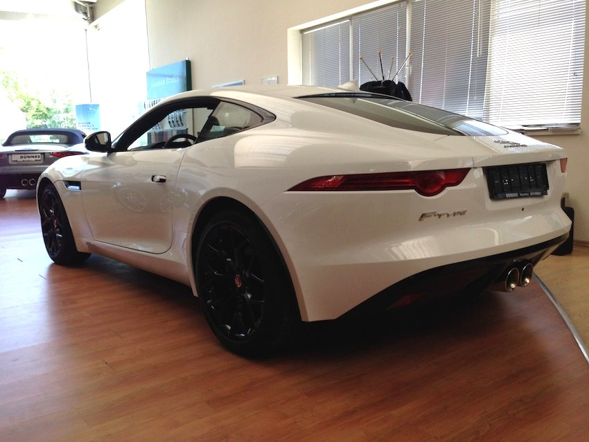 F Type Coupe weiss seitlich