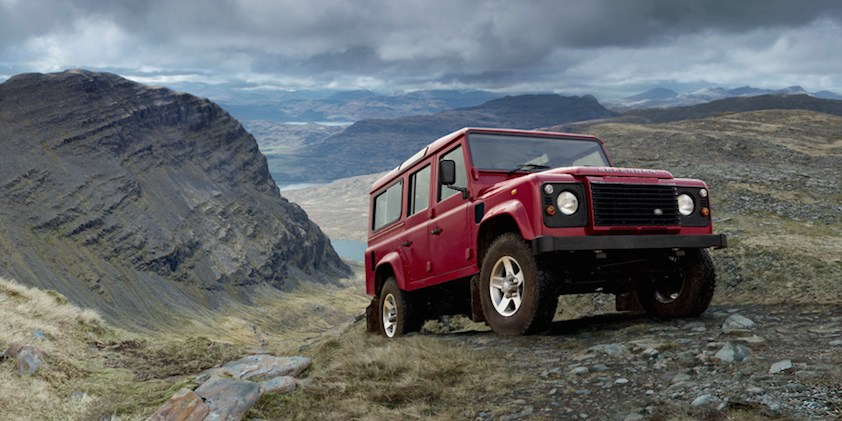 Land Rover Defender rot Gelände