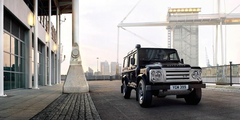 Land Rover Defender schwarz