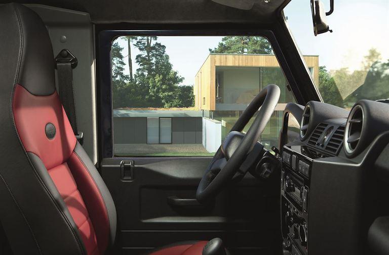 Land Rover Defender silber
