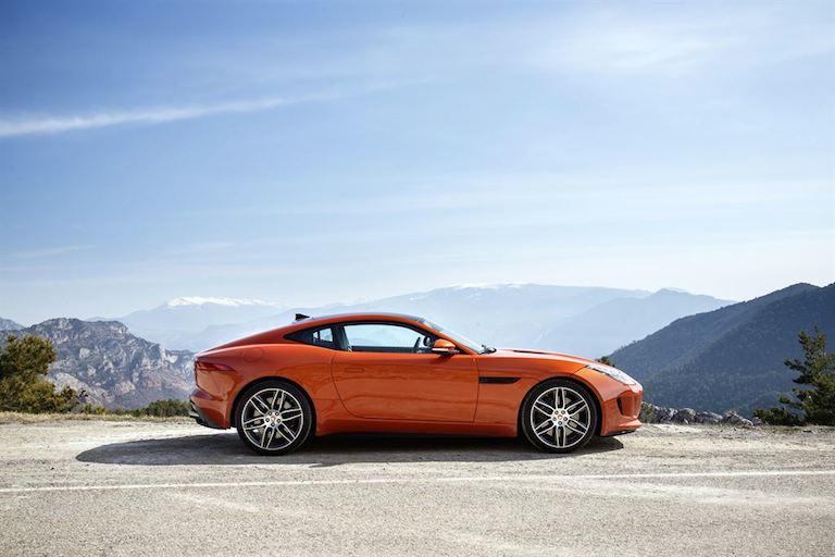 Jaguar F Type Coupe Firesand seitlich