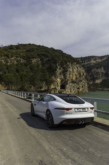 Jaguar F Type Coupe Polaris Weiss hinten Brücke