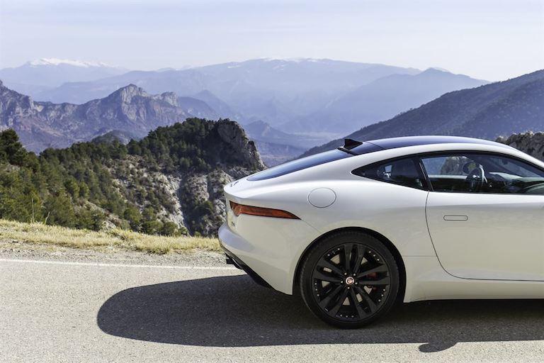 Jaguar F Type Coupe Polaris Weiss hinten Seite