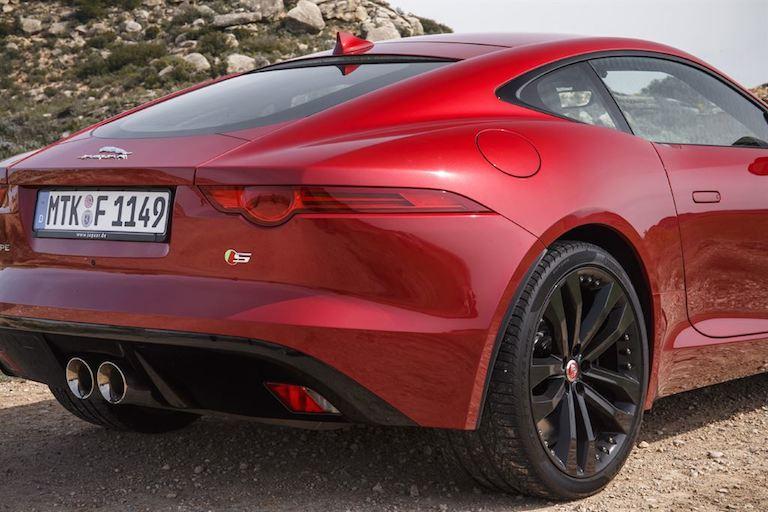 Jaguar F Type Coupe Rot hinten Seite
