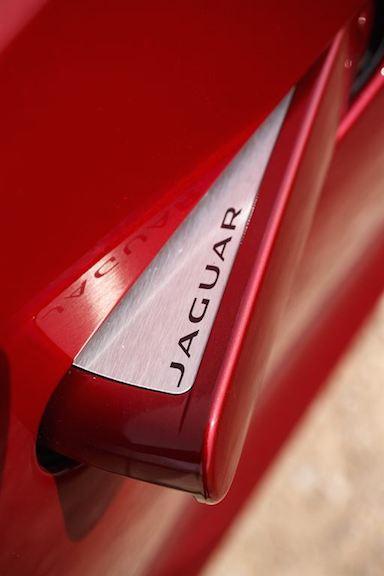 Jaguar F Type Coupe Türgriff rot