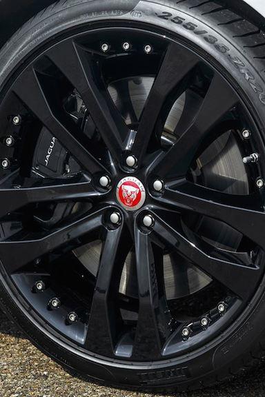 Jaguar F Type Coupe schwarze Alufelgen