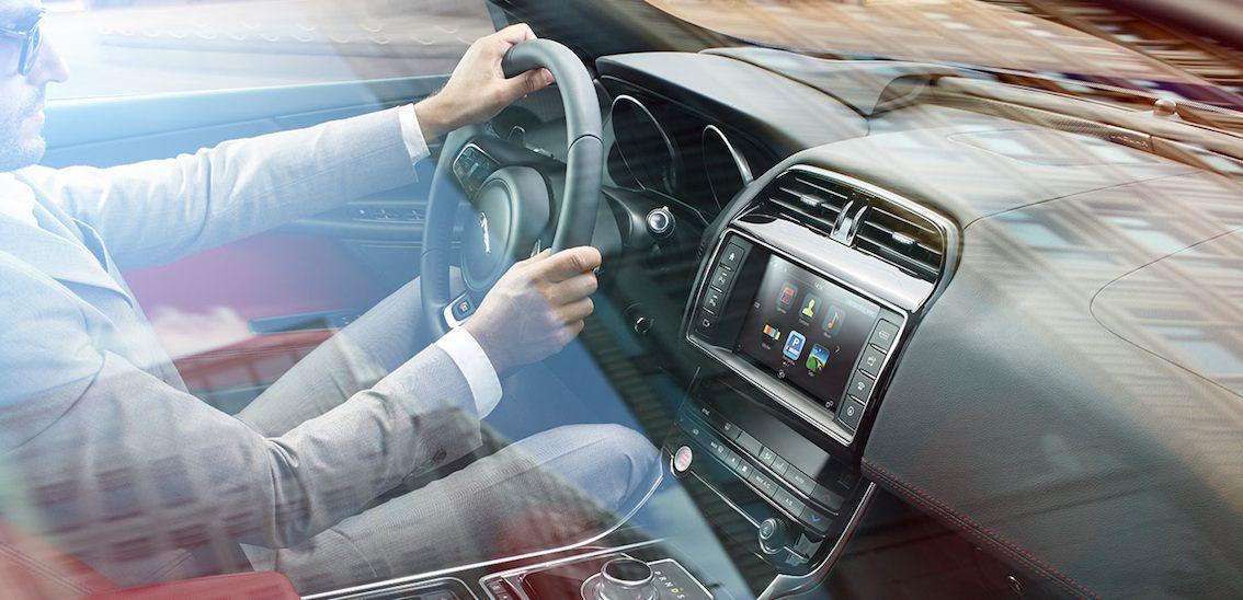 Jaguar XE 2016 innen