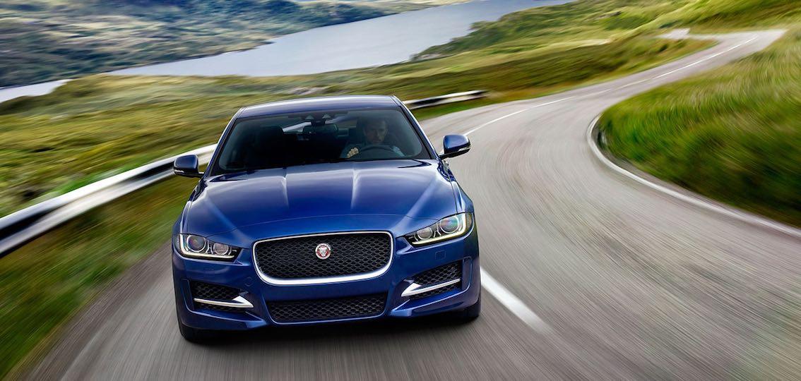 Jaguar XE 2017 blau