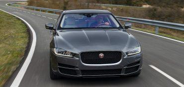 Jaguar XE 2017 grau