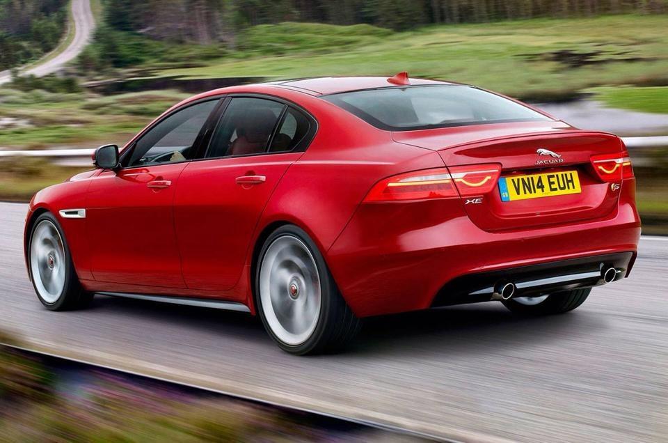 Jaguar XE hinten rot