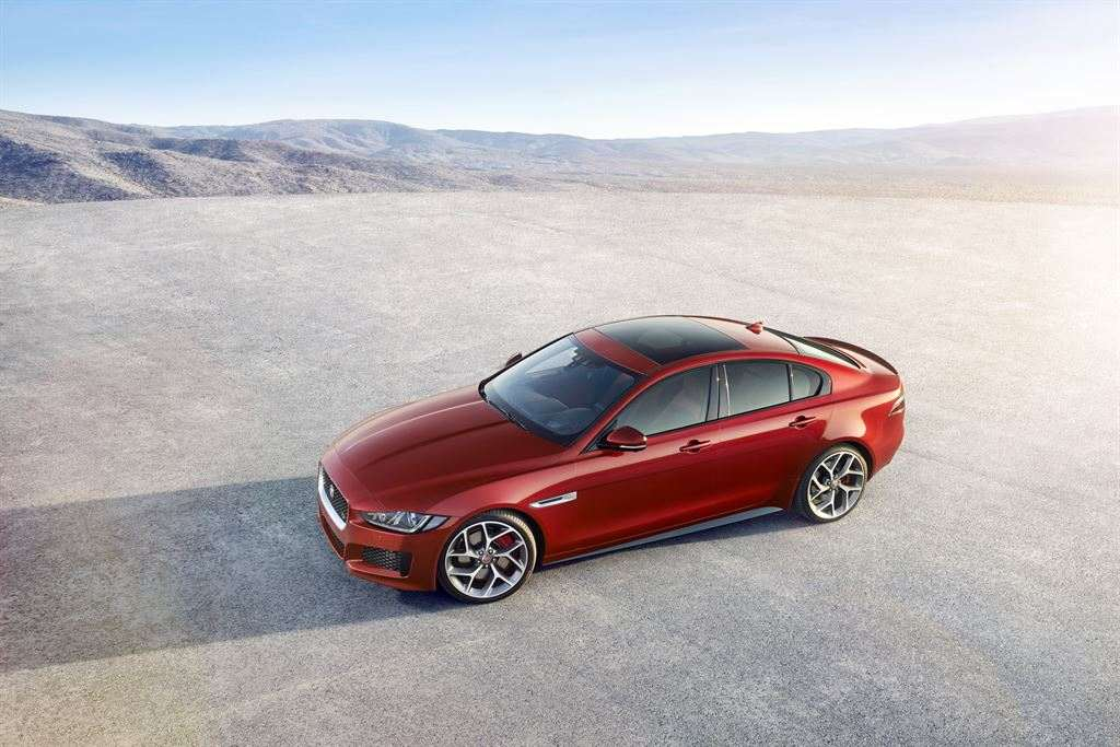 Jaguar XE oben rot billig leasen