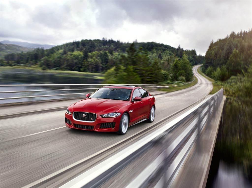 Jaguar XE rot billig kaufen