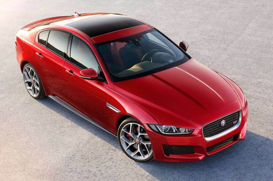Jaguar XE rot oben