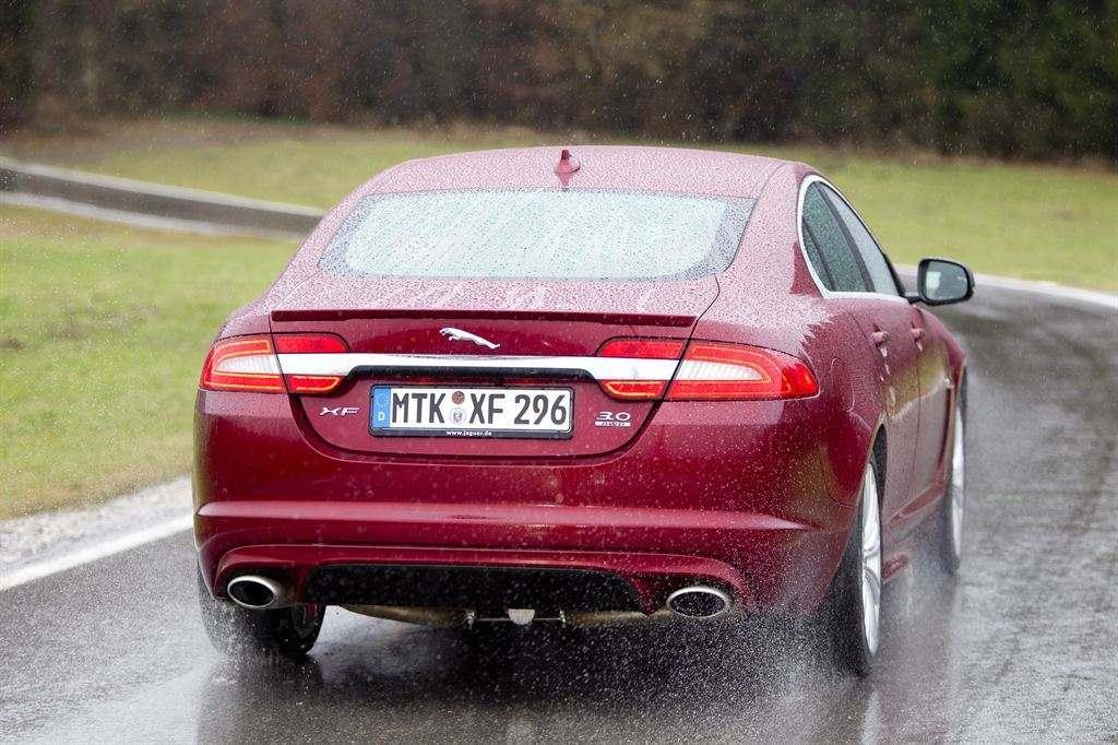 gebrauchten Jaguar XF rot hinten