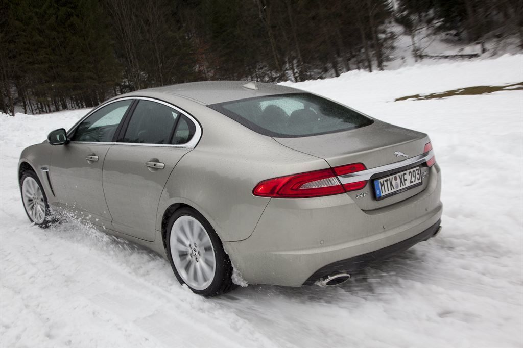 silberner gebrauchter Jaguar XF Saloon günstig