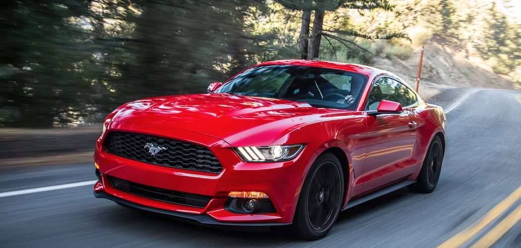 Ford-Mustang-2015-in-rot