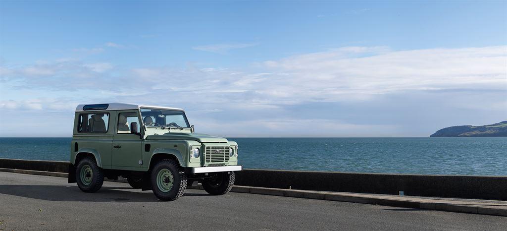 Land Rover Defender 2015 heritage grün