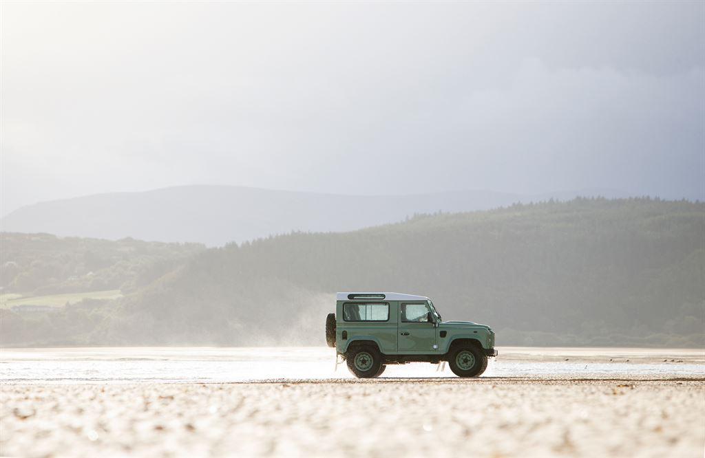 Land Rover Defender Heritage 2015 seitlich