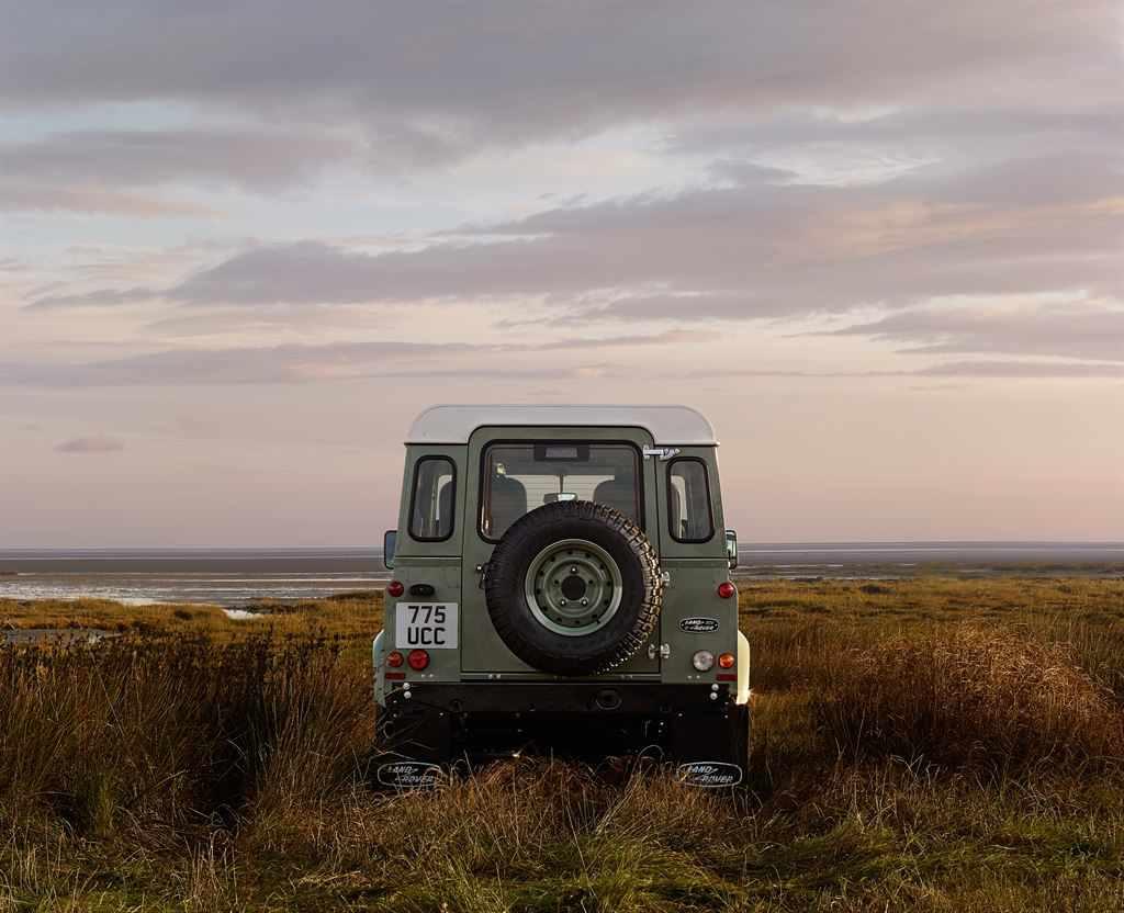 Land Rover Defender Heritage hinten
