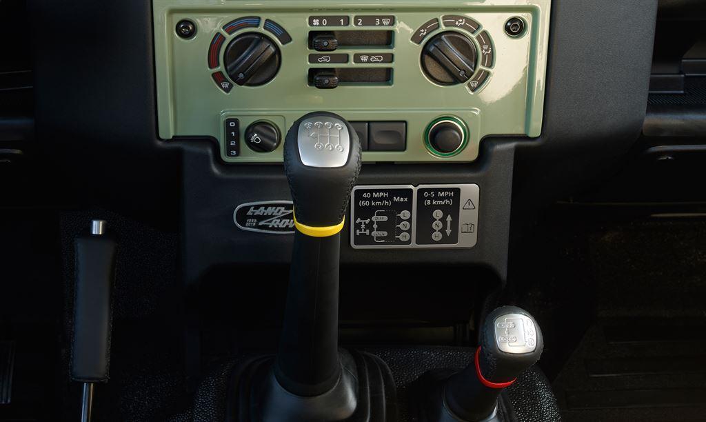 Land Rover Defender Heritage innen Schaltung