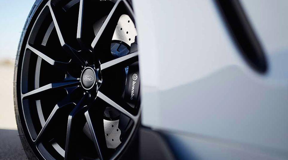 Ford Mustang schwarze Alufelgen