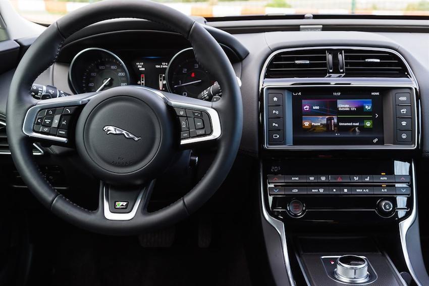 Der neue Jaguar XE von innen