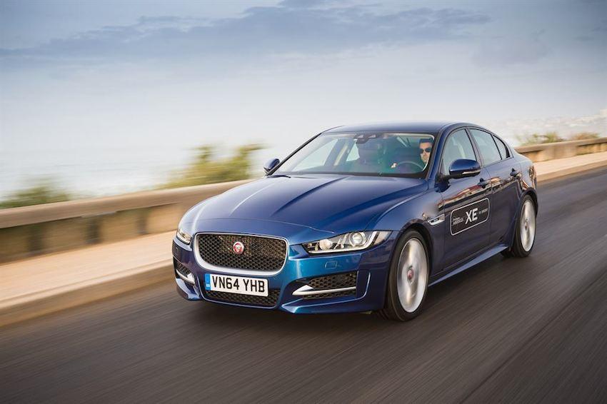 Der neue Jaguar in blau