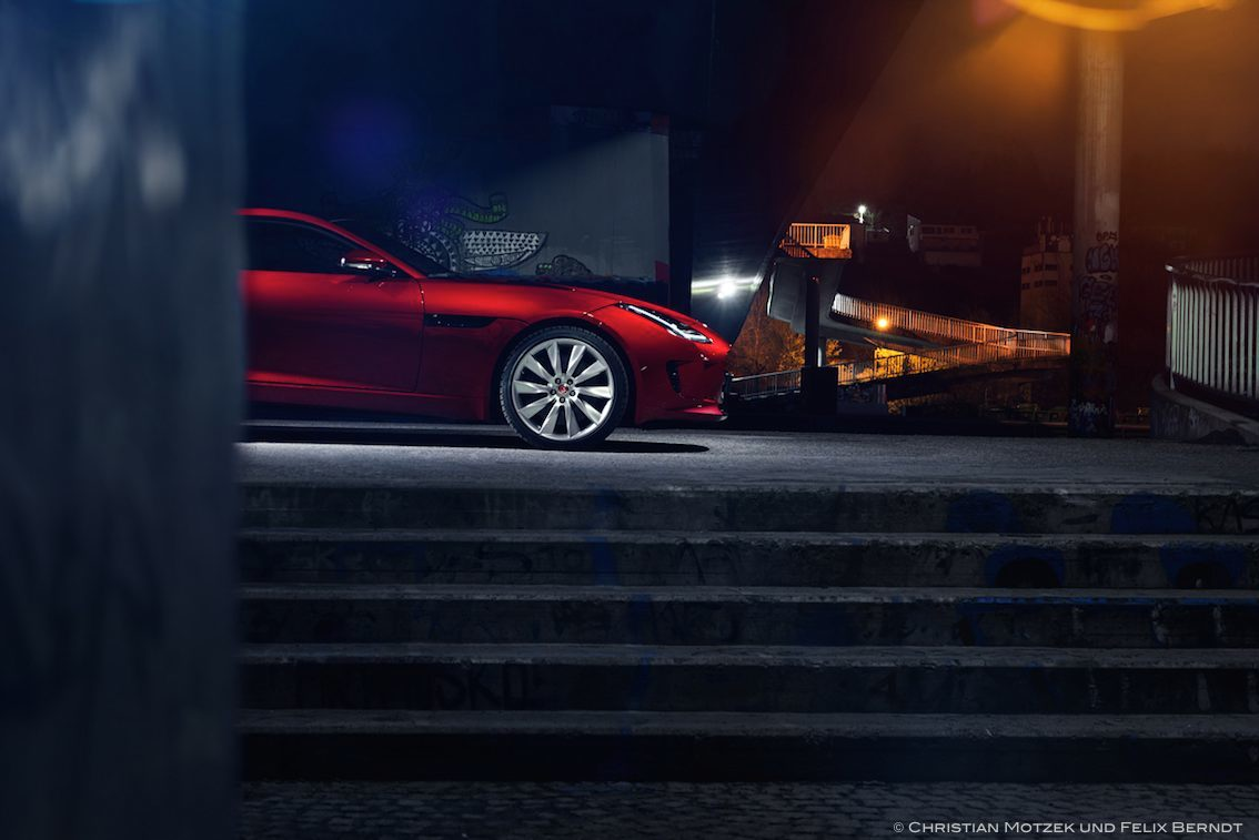 Jaguar F Type R Rot von der Seite