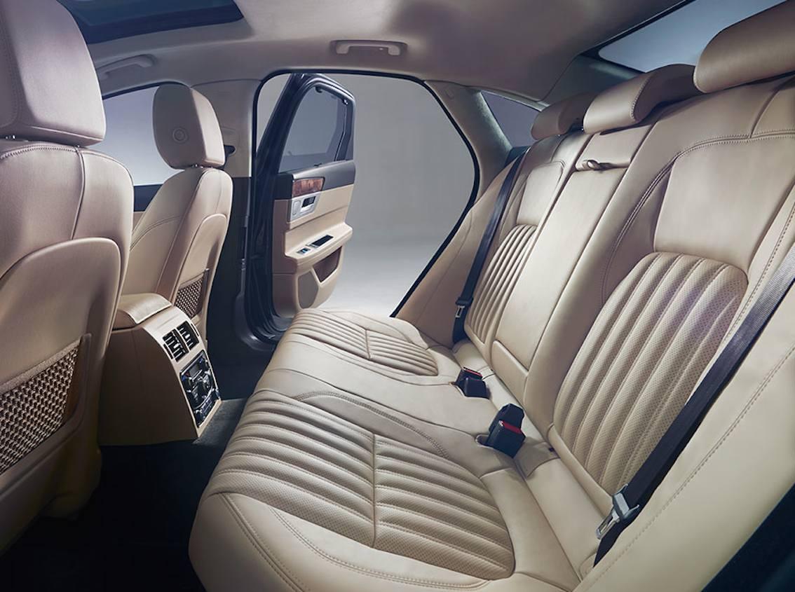 Jaguar XF 2016 innen hinten