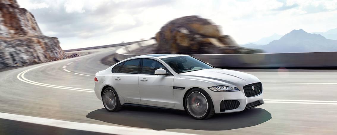 Jaguar XF 2016 vorne weiß
