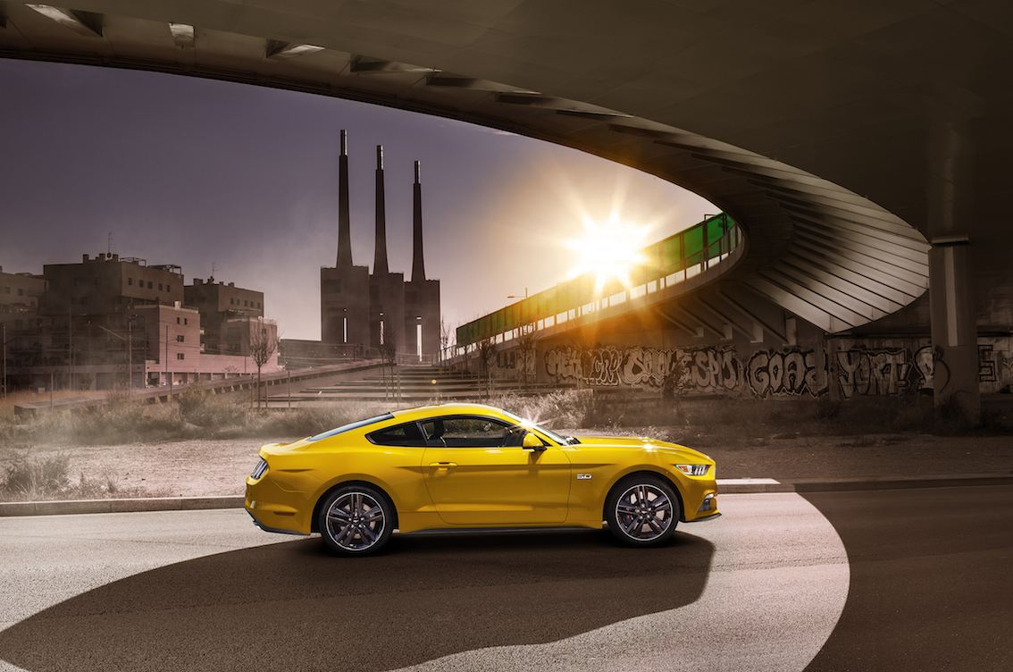 Ford Mustang 2015 gelb seitlich