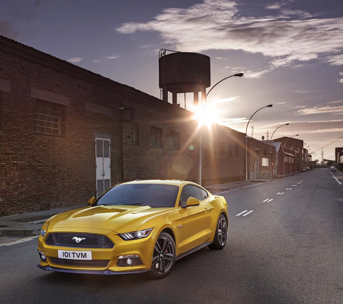 Ford Mustang 2015 gelb von vorne