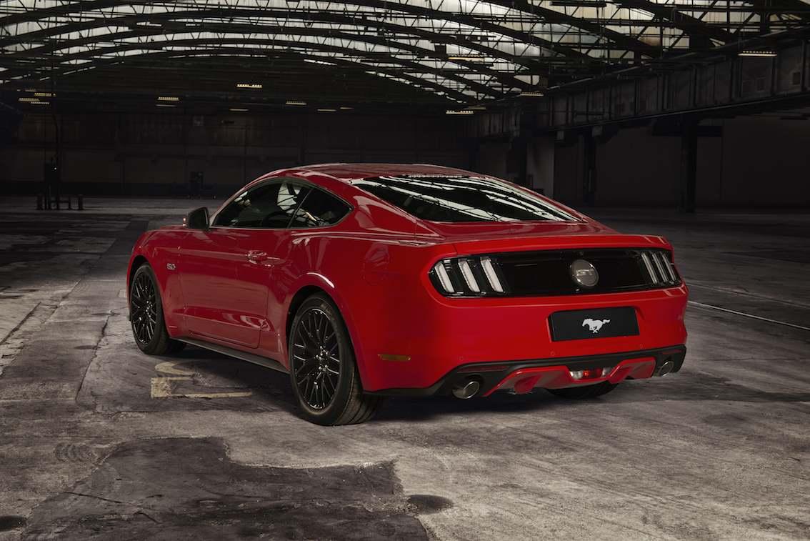 Ford Mustang rot hinten