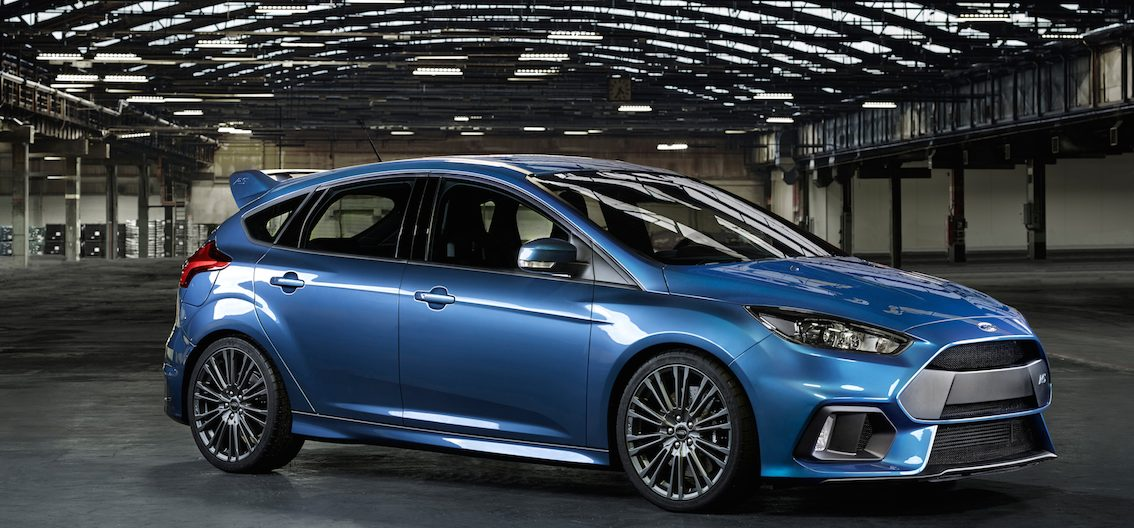 Ford Focus RS 2016 blau seitlich