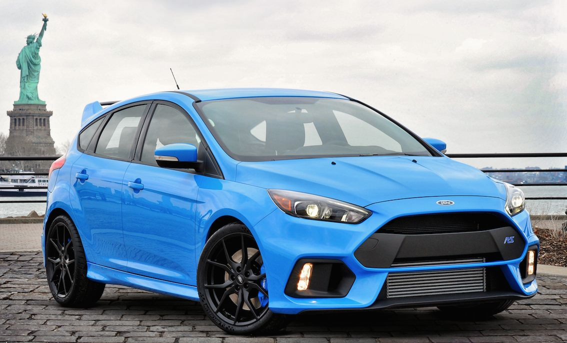 Ford Focus RS 2016 in blau vorne