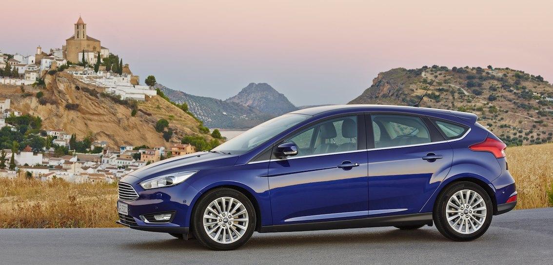 Ford Focus 2016 blau Seite
