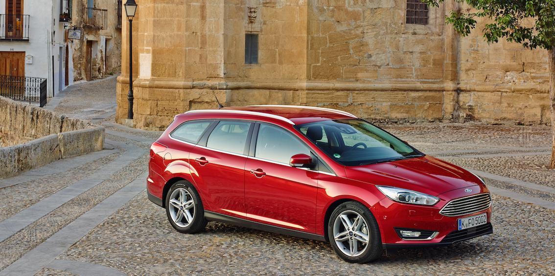 Ford Focus 2016 rot seitlich