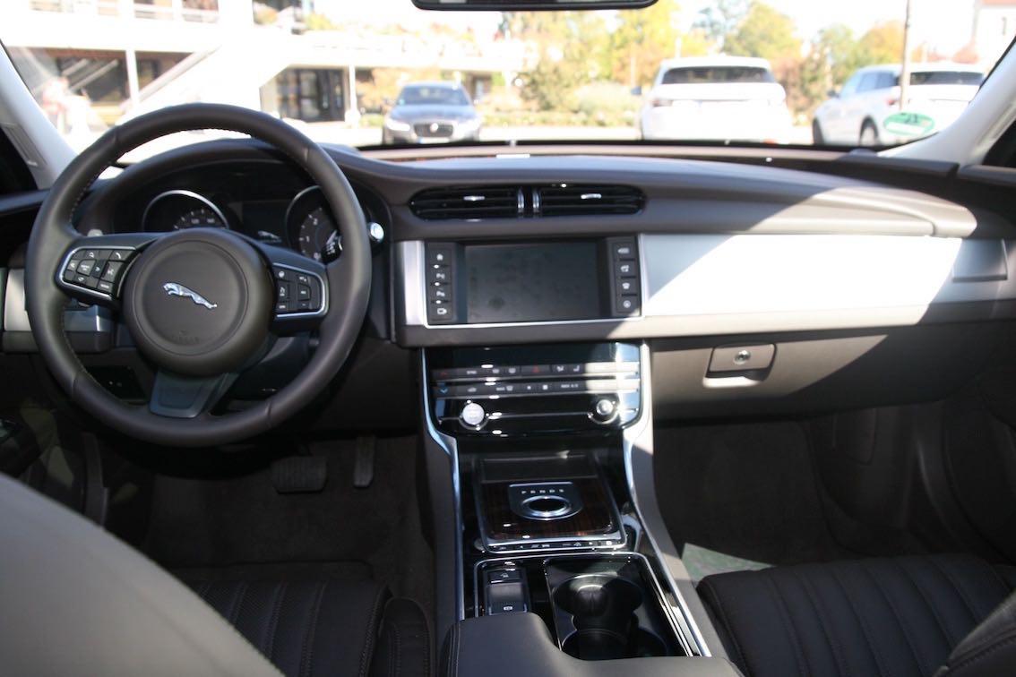 Jaguar XF 2016 Armaturenbrett