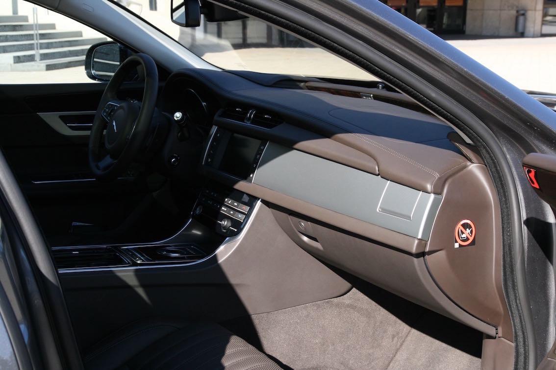 Jaguar XF 2016 Innenausstattung braun