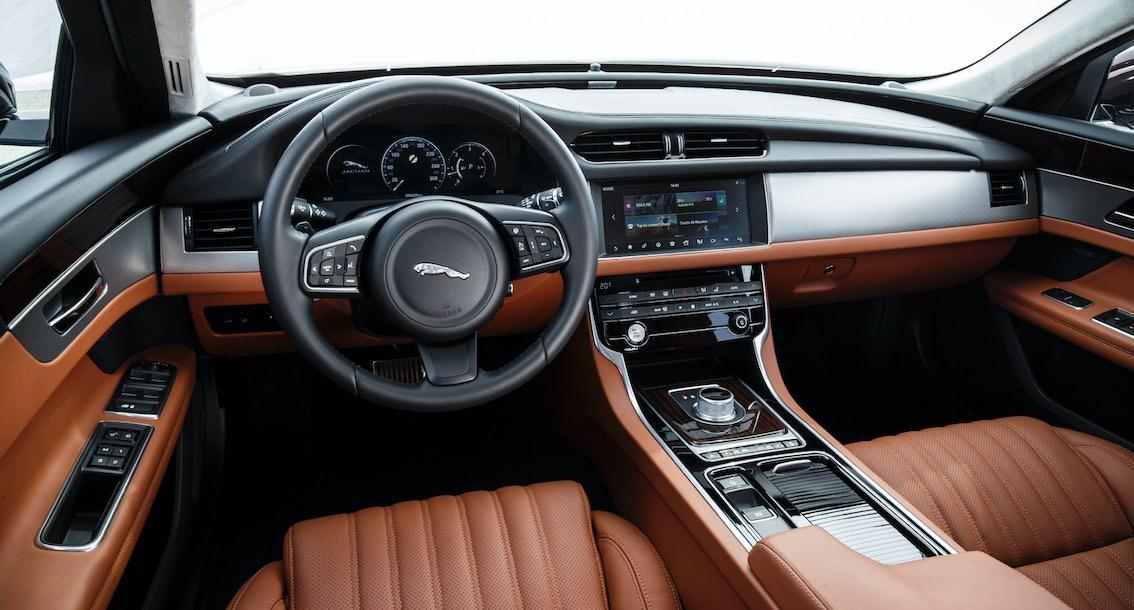 Jaguar XF 2016 Innenraum braun leder