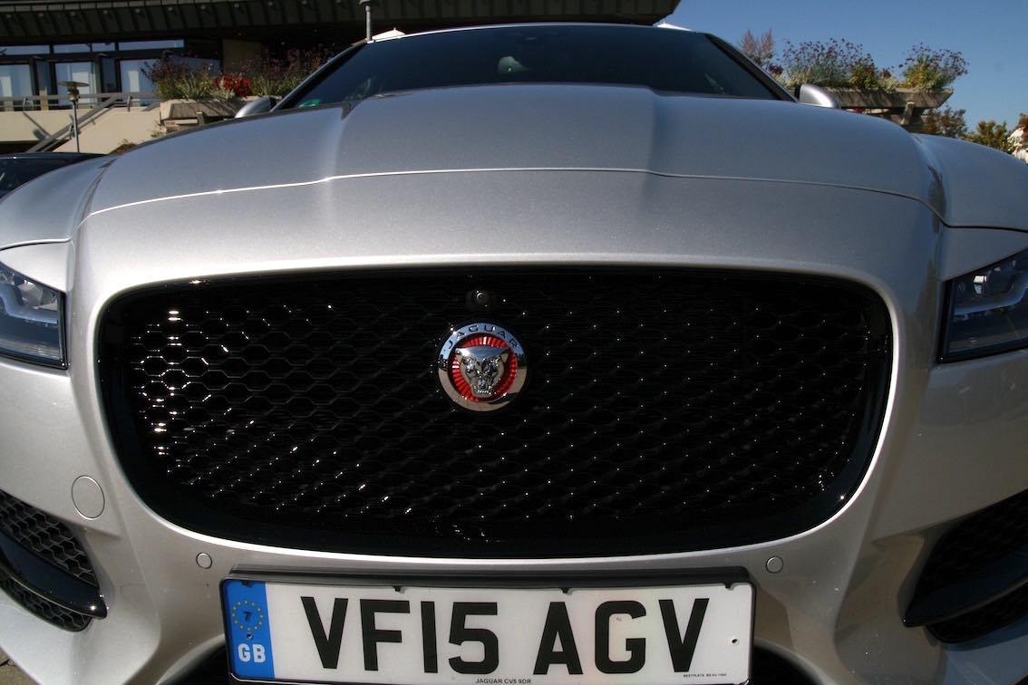Jaguar XF 2016 Kühlergrill