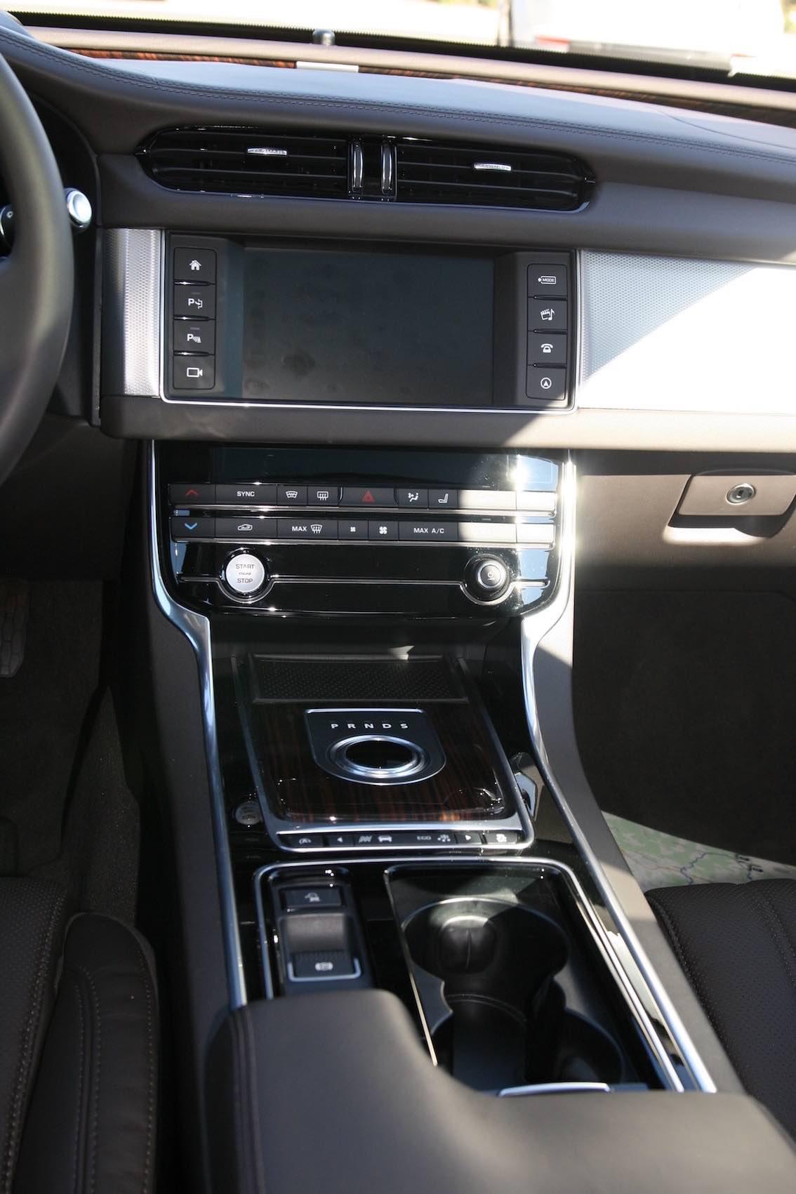 Jaguar XF 2016 Mittelkonsole vorne
