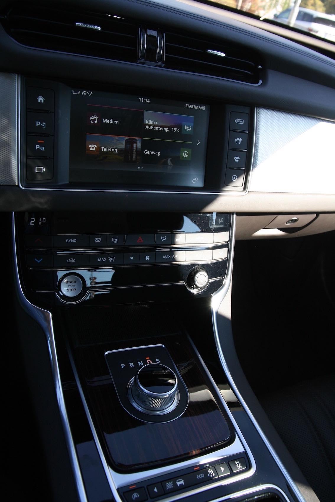 Jaguar XF 2016 Mittelkonsole