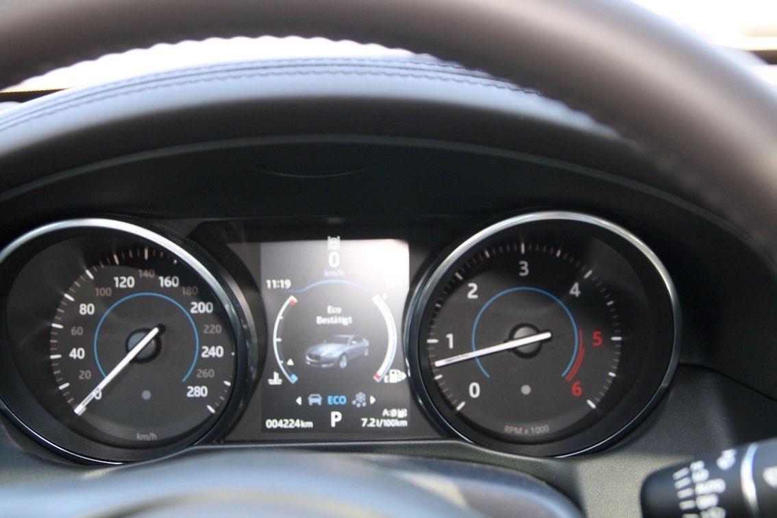 Jaguar XF 2016 Tacho und