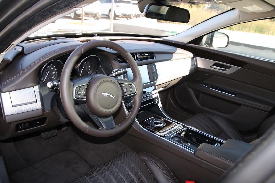 Jaguar XF 2016 braunes Armaturenbrett