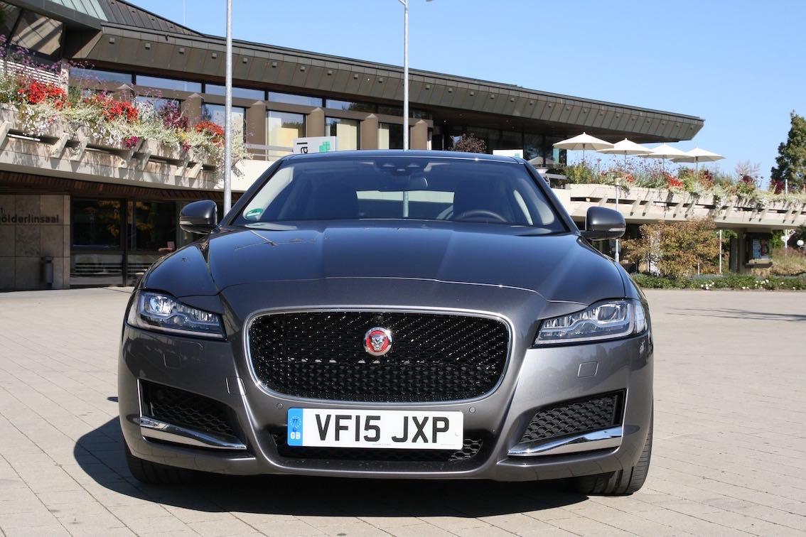 Jaguar XF 2016 grau vorne Kopie