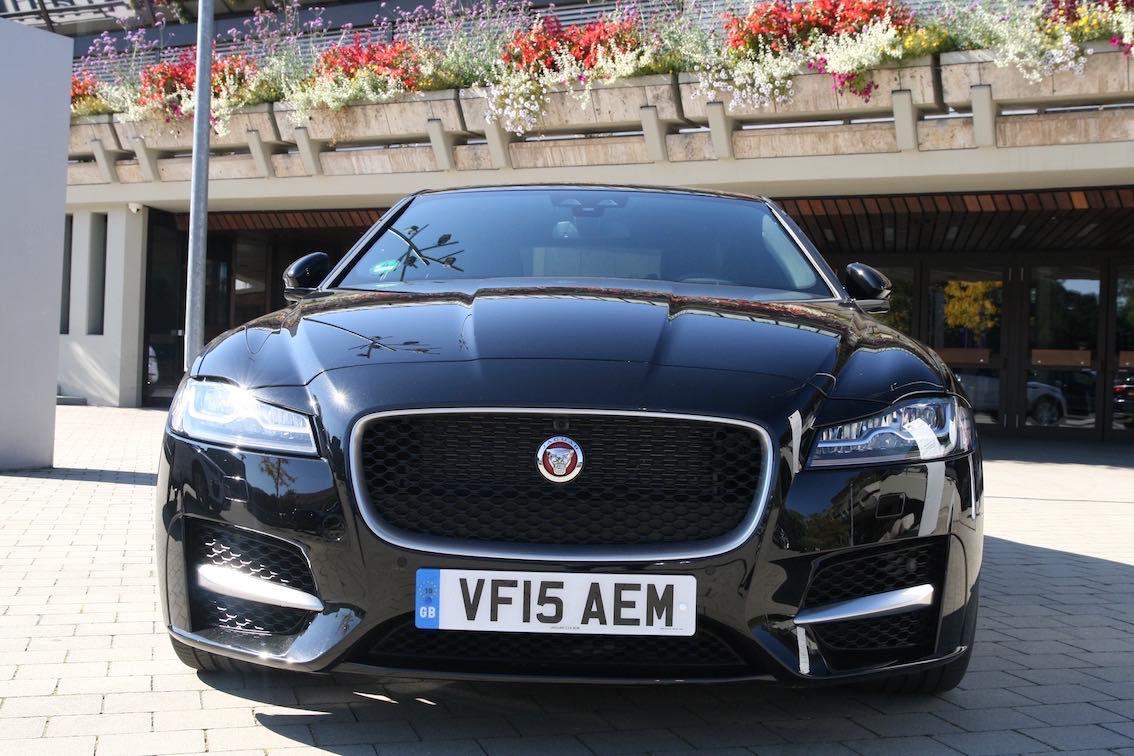 Jaguar XF 2016 vorne schwarz