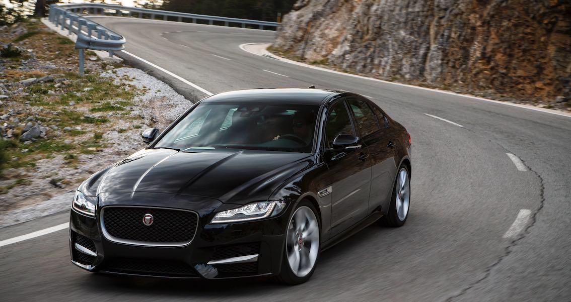 Jaguar XJ 2016 schwarz Kurve